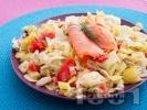 Рецепта Салата с пушена сьомга, айсберг и розови домати